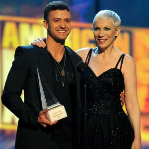 Justin Timberlake with Annie Lennox at the AMAs 2008